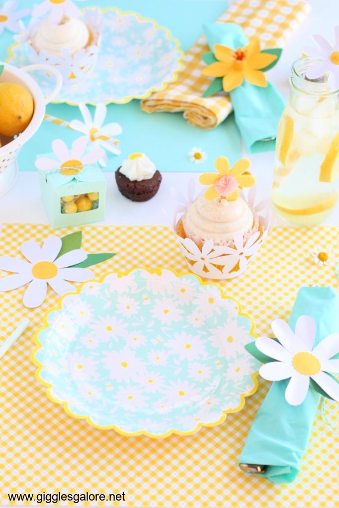 Daisy party table