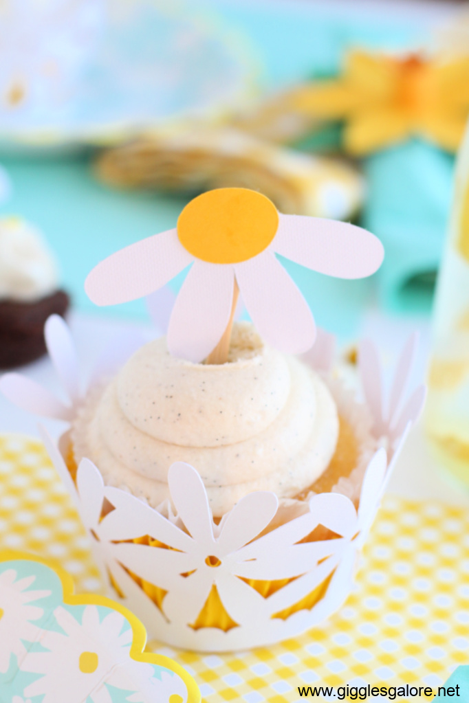 Diy daisy cupcake wrappers
