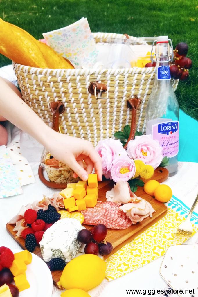 Picnic basket and food