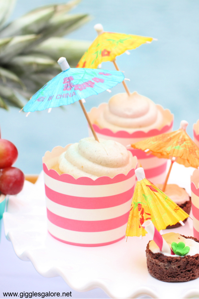 Tiki cupcakes