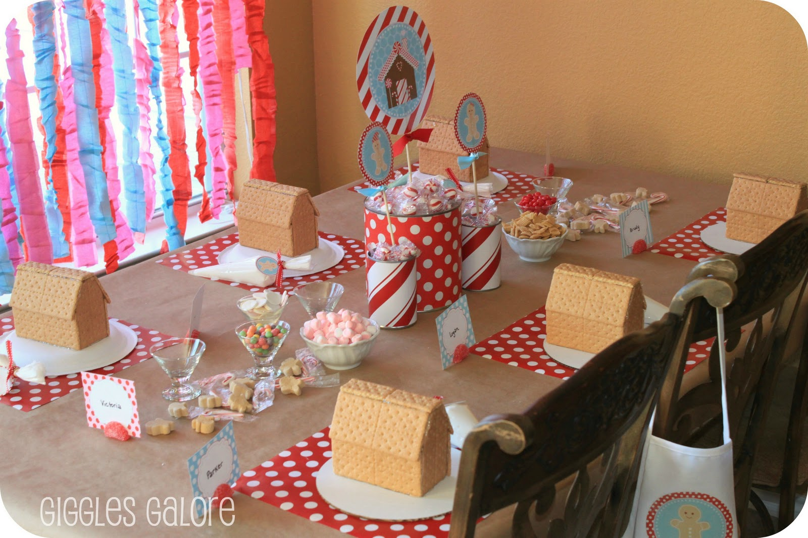 Gingerbread House Decorating Party - House party decoration