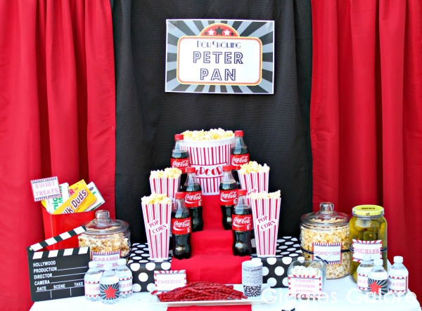 Outdoor movie night party giveaway for Centre de table cinema