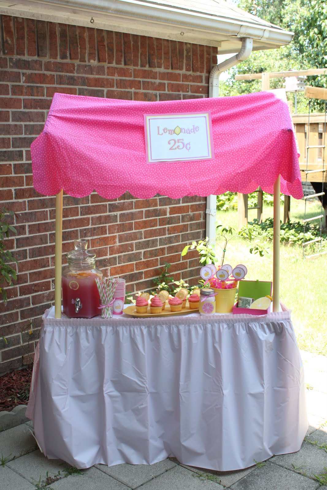 Lemonade Stand {Party} - Giggles Galore