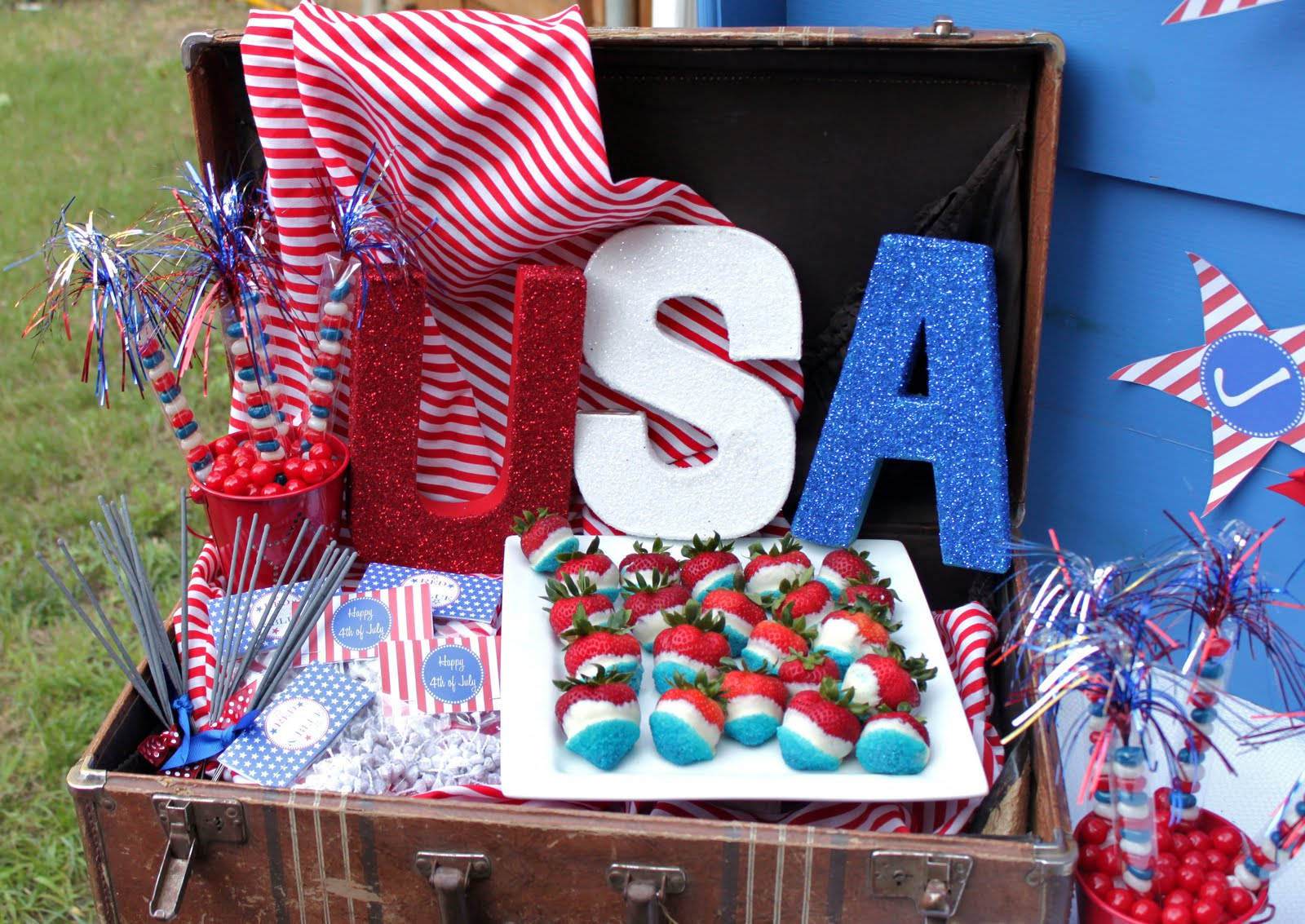 4th of July BBQ - Giggles Galore Patriotic Backyard Bbq Decorating Ideas Html on backyard barbecue decor ideas, backyard movie diy, backyard bbq food table decorating, backyard bbq wedding ideas, backyard barbeque pool party,